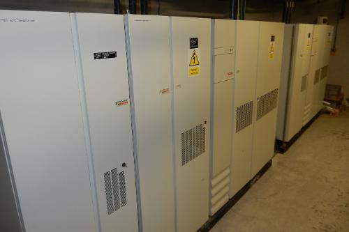 SCHNEIDER 250KA 2 UPS's in parallel
