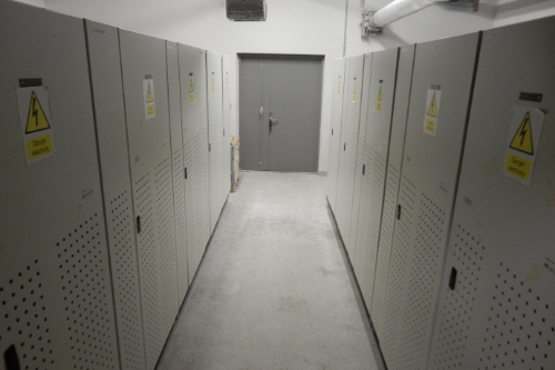 LARGE SCALE UPS BATTERY ROOM